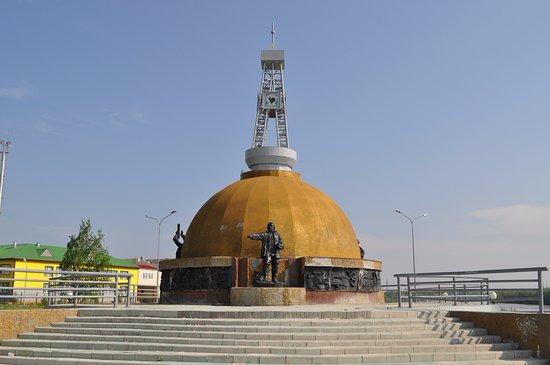 Памятник первооткрывателям самотлорской нефти