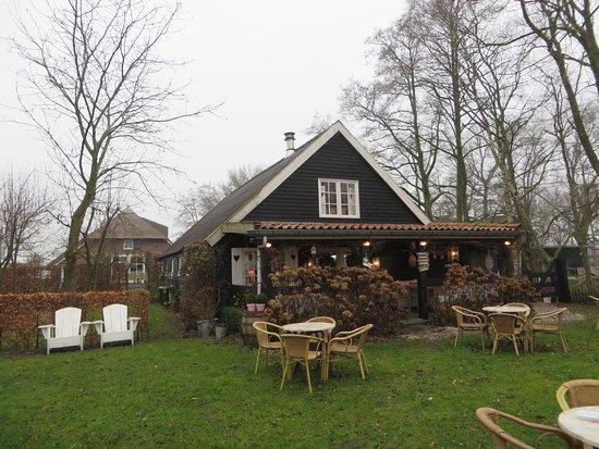 Oosterwolde, Hollanda: Achterzijde met ingang en Veranda (terrasverwarming)