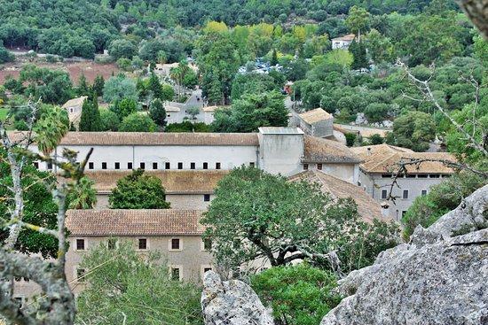 l'ensemble des bâtiments du monastère deLluc