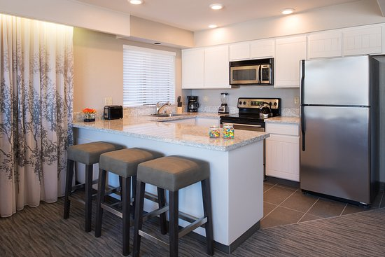 Deluxe Suite Kitchen - Picture of Hotel Azure, South Lake Tahoe ...