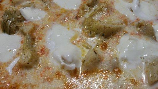 Pizzeria La Rotonda : Mozzarella di bufala (direttamente dalla costa amalfitana) E Carciofi