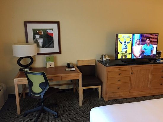 Practical desk area and flat screen tv