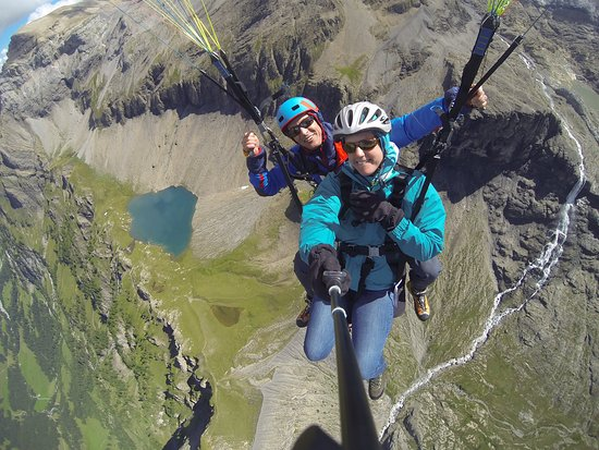 Lenk im Simmental, Suisse : Great adventure, excellent, save pilots, live time experience