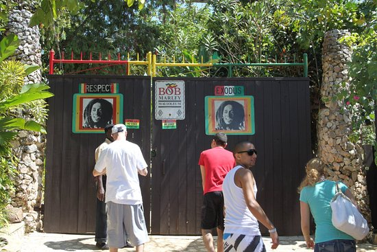 Jamaica: Nine Mile..Bob Marleys resting place