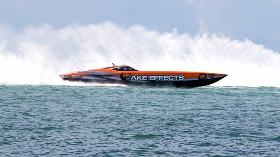 Osage Beach, MO: Wake Effects Race Team in Key West