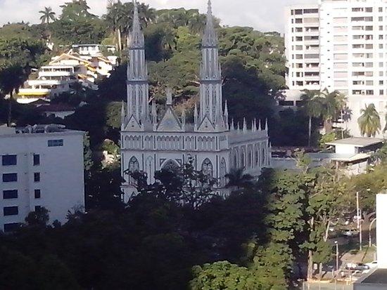The Executive Hotel: La iglesia del Carmen, a solo unas cuadras