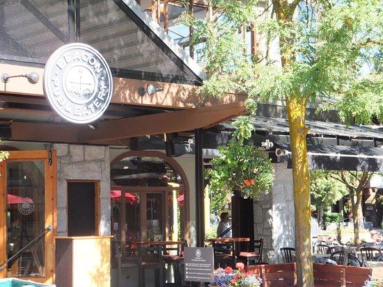Crystal Lodge Hotel: Beacon Pub & Eatery