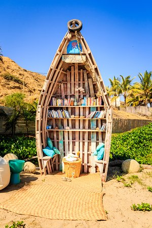 DCO Suites, Lounge & Spa : Beach Library