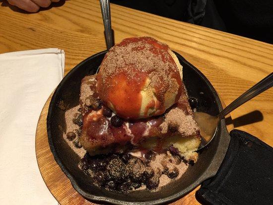 Chili's: Berry dessert was tasty