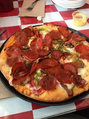 Greek's Pizzeria: photo0.jpg