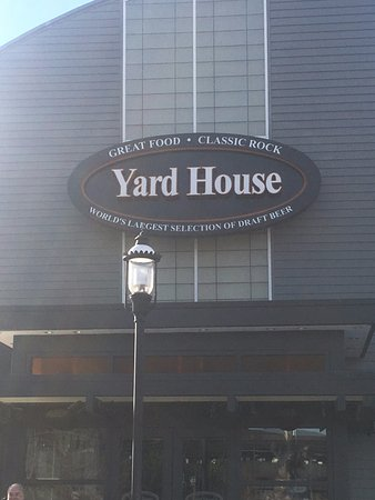 Yard House: exterior from traffic circle
