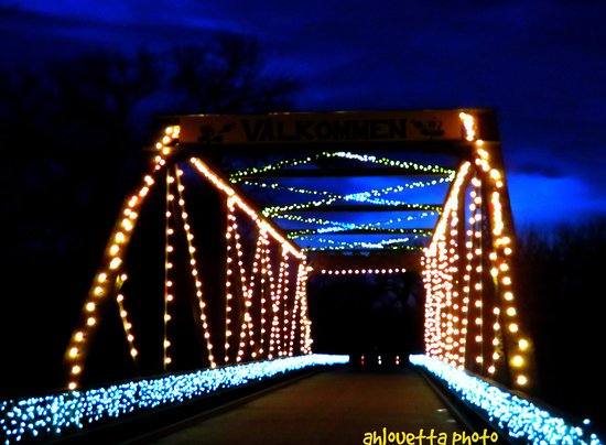 Lindsborg, KS: Entrance to the bridge