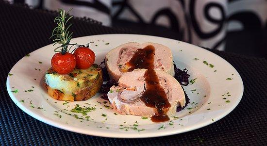 Ghajnsielem, Malta: Stuffed pork loin with apple gravy