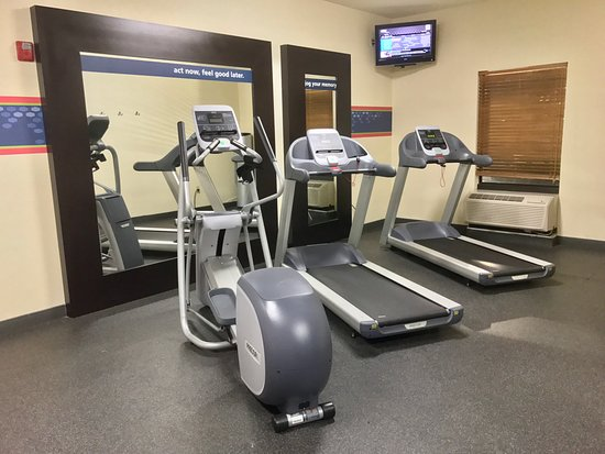 Hampton Inn Garden City: Fitness Center