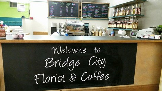 Mobridge, Dakota del Sud: Highlander Grogg coffee, Lattee's, Cappachino's, Bereve's frappe's and smoothies, Lots of flavor