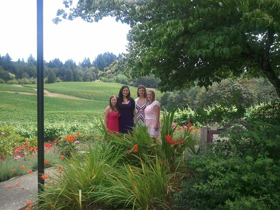 Carlton, Oregón: Touring Elk Cove Winery