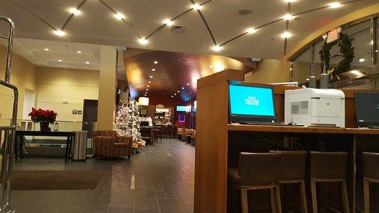 Hampton Inn Philadelphia Center City - Convention Center: Lobby area facing Pub