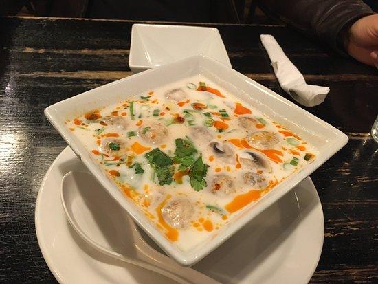 Aroy thai cuisine o 39 fallon omd men om restauranger for Aroy thai cuisine