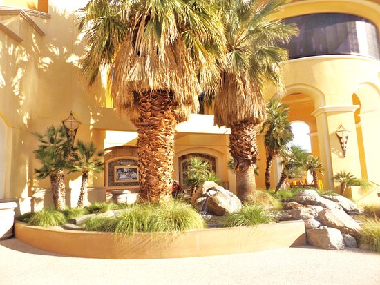 Spa Resort Casino: Water attractions at the entry