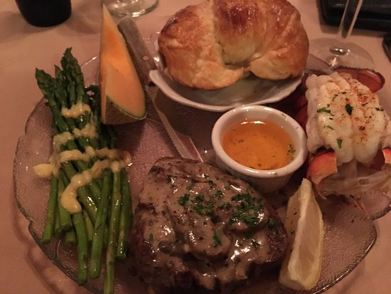 Mary's Restaurant: Steak and lobster