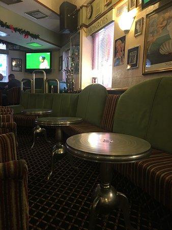 Monroe's Guest House Bar