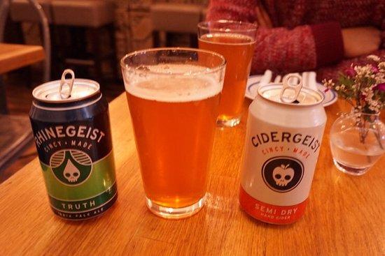 Abigail Street: Rhinegeist Brewery 라고  신시내티 오버더라인에 있는  지역 블루어리 브랜드에요. 저는  IPA 친구는 HARD CIDER 마셨어요.