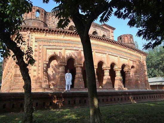 Manikganj, بنجلاديش: Nava Ratna Temple