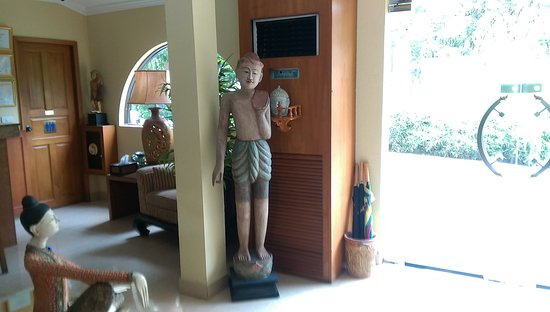 Baan Souy Resort: ロビーや入口の置物
