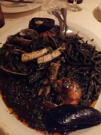Sabrina's Restaurant : Black Ink Seafood Linguine