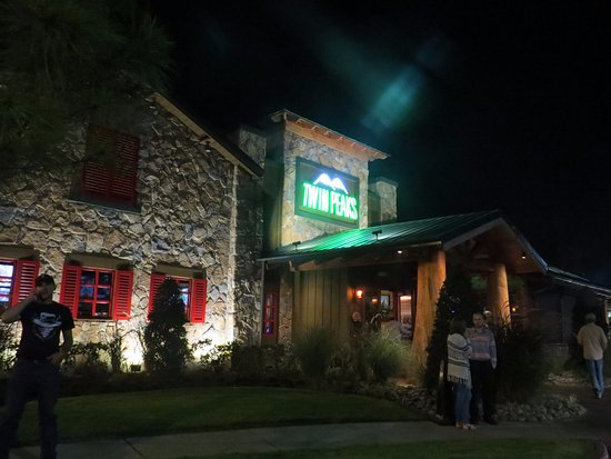 Twin Peaks Beaumont: Twin Peaks @ Night