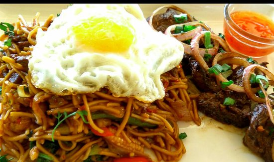 Nuvem, India: Beef Teriyaki with mixed noodles
