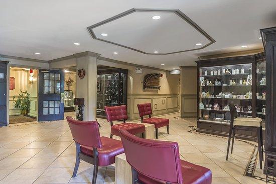 Inn on the Lake: Lobby