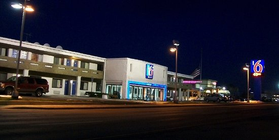 Motel 6 Chicago West - Villa Park: facing roosevelt road, easy on-off to plenty of close-by shopping, dining, and services