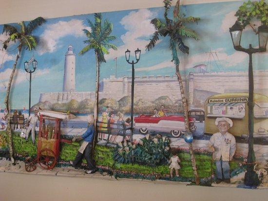 Bonitos Murales Con Escenas De La Habana Fotografia De Habana Vieja