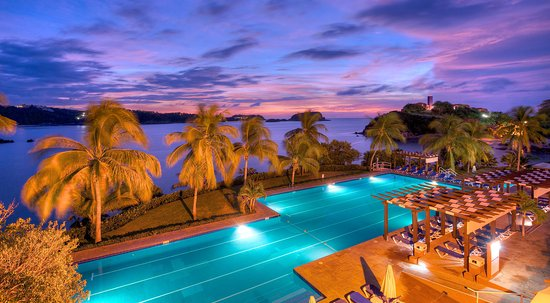 Las Brisas Huatulco: Pool evening