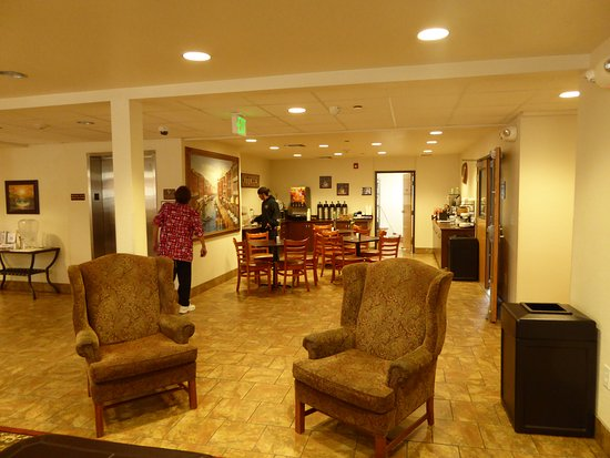 Microtel Inn & Suites by Wyndham Cheyenne: lobby