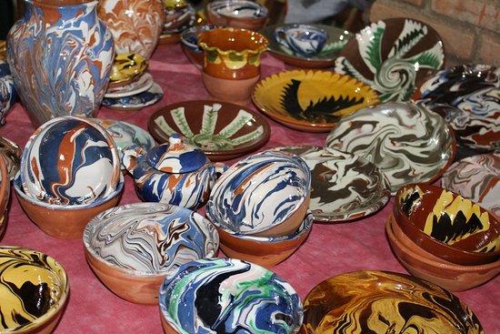 Centro de Recepcion de Visitantes de Cortegana: Artesanía, con la técnica de la cuchara para decorar sus recipientes.