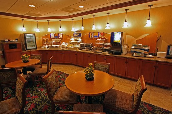 Miami Springs, FL: Holiday Inn Express Miami Airport Daily Free Hot Breakfast Bar