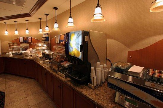 Miami Springs, FL: Holiday Inn Express Miami Airport Free Hot Made to Order Pancakes
