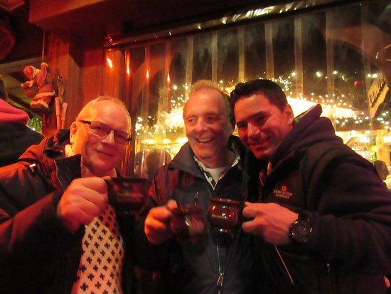 Lübecker Weihnachtsmarkt: Kim og et par tyske mænd vi kom i snak med.