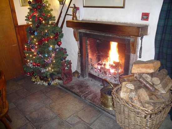 Kirkton of Glenisla, UK: The warm fire - most welcoming