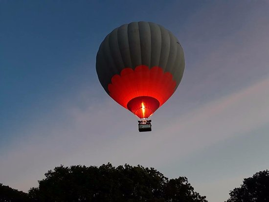 Lanka Ballooning Pvt Ltd : Waiting for sunrise