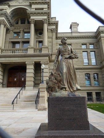 Cheyenne, WY: statue