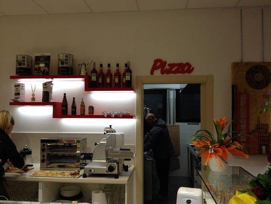 Bancone con vista cucina - Foto di Fuoricentro, Fosso - TripAdvisor
