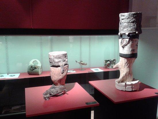 Musee d'Histoire Locale et de Ceramique Biotoise: altre sculture della mostra