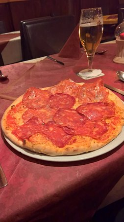 Blumberg, Germany: Pizza mit scharfer Salami