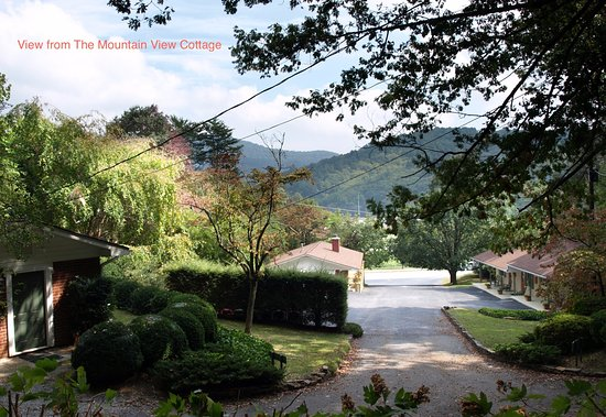 Mountain Aire Cottages & Inn: View from The Mountain View Cottage