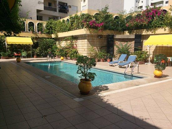 Al Afifa Hotel: Pool side