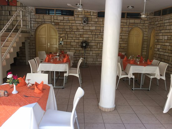 Al Afifa Hotel: Pool side restaurant