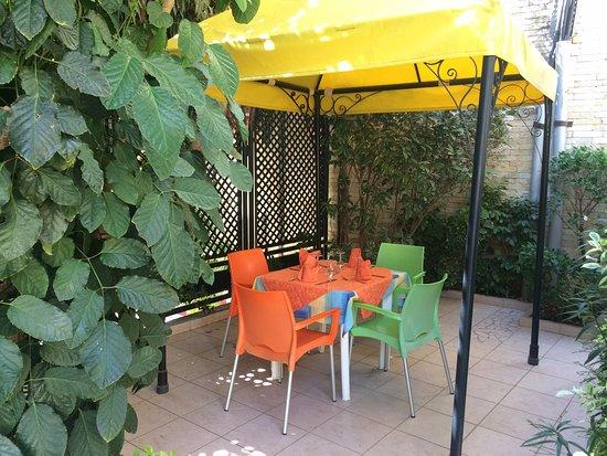 Al Afifa Hotel: A quiet corner in the restaurant